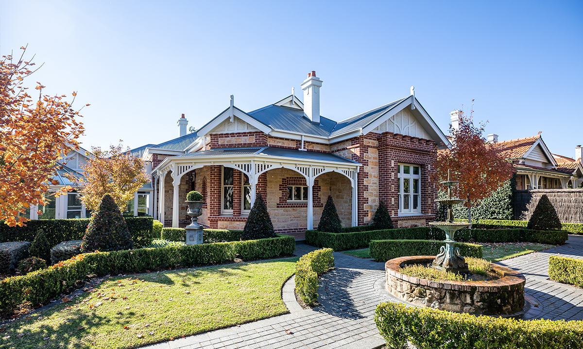 Premium SAHOMES: Magnificent Toorak Gardens home for a large family - SALIFE